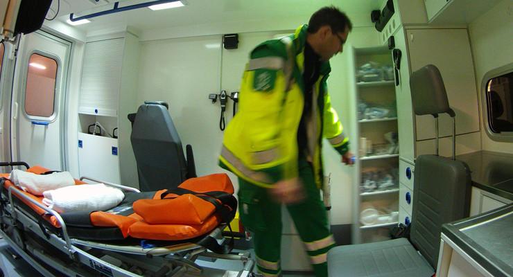 ambulancer--behandling-740-05